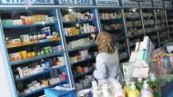 غزة: صيدليات تنافس المحلات التجارية على بيع المستلزمات المنزلية
