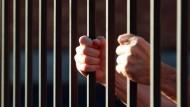 حكم بالسجن 3 سنوات على صيدلي بتهمة بيع أدوية مخدرة بصيدليته