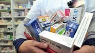 """المغرب – """"مَركزة القرار"""" وضعف مراقبة الصفقات يبددان أدوية بملايين الدراهم"""