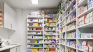 إضراب عام للصيدليات في لبنان مع نقص كبير في إمدادات الأدوية وحليب الأطفال