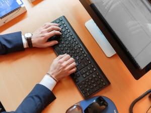 دراسة جديدة: الجلوس 8 ساعات يضاعف خطر الإصابة بالسكتة الدماغية